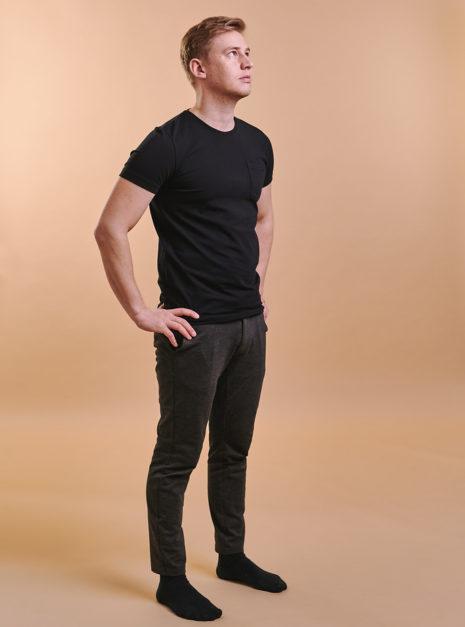mike-t-shirt-musta-2