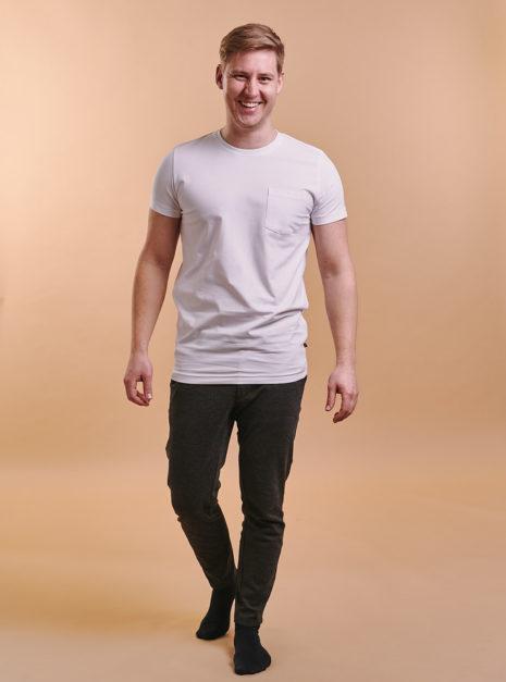 mike-t-shirt-valkoinen